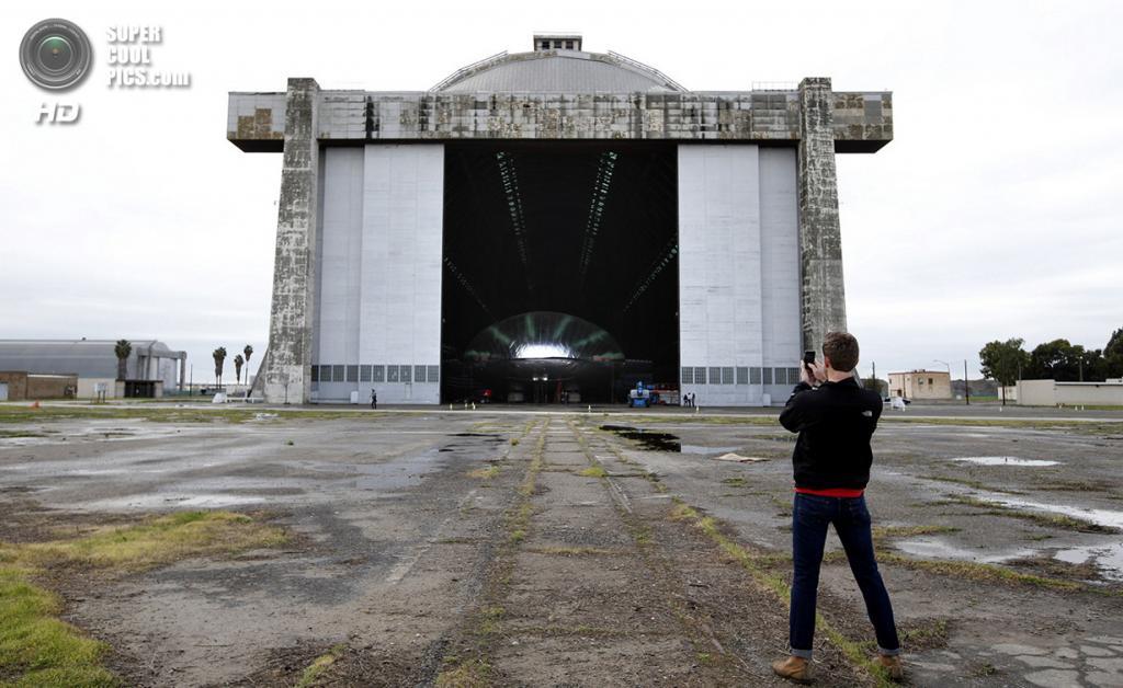 США. Тастин, Калифорния. 24 января 2013 года. Прототип будущего ультрасовременного дирижабля в э