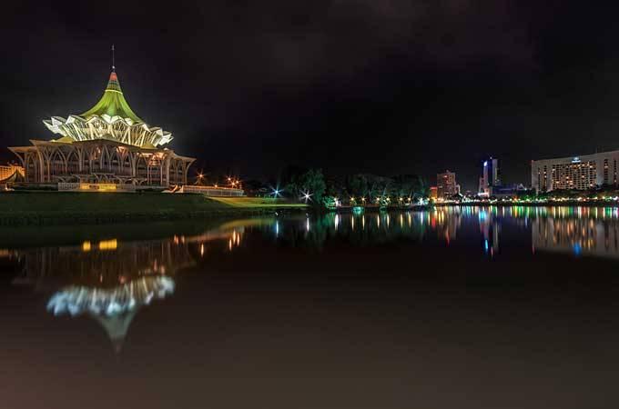 6. Кучинг На противоположной стороне Китайского моря лежит малазийский Борнео, столицей которого явл