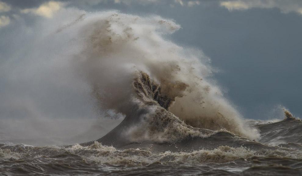 15. Озеро Эри привлекает к себе многочисленных дайверов, так как на дне водоема лежат останки о