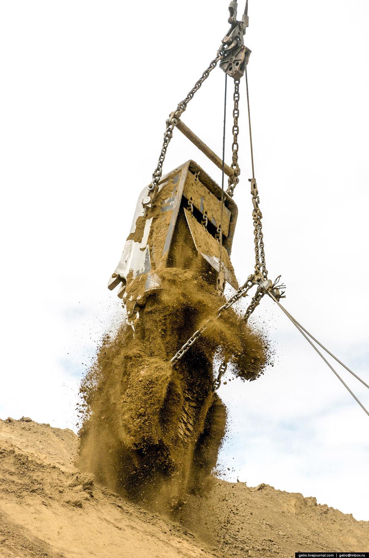 36. Шагающий экскаватор ЭШ20/90. В неподвижном состоянии экскаватор опирается на грунт опорной