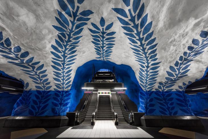 Стокгольмский метрополитен — самая длинная художественная галерея в мире (13 фото)