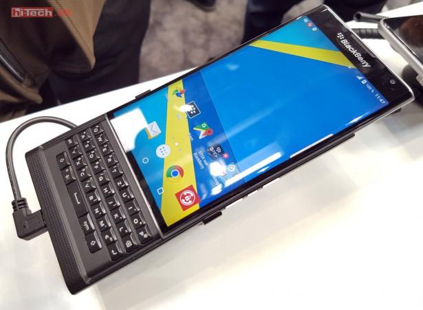 Развитие и популяризация сенсорных экрановвынудили BlackBerry сделать акцент на устройства,