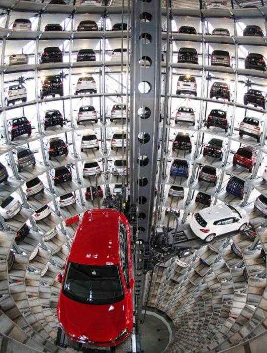 Парковка на заводе Volkswagen в Вольфсбурге. Комета Чурюмова — Герасименко