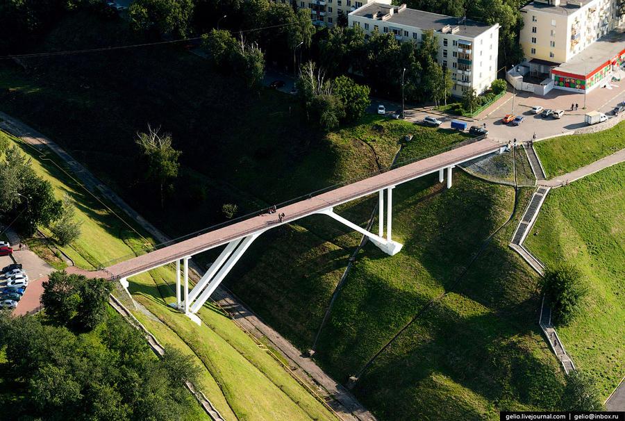 24. Пешеходный мост через Успенский овраг.
