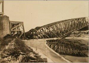 Вид разрушенного железнодорожного моста через реку Вислоку вблизи станции.
