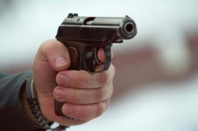 ВЛуцке обидчик открыл стрельбу попатрульным, один изних ранен
