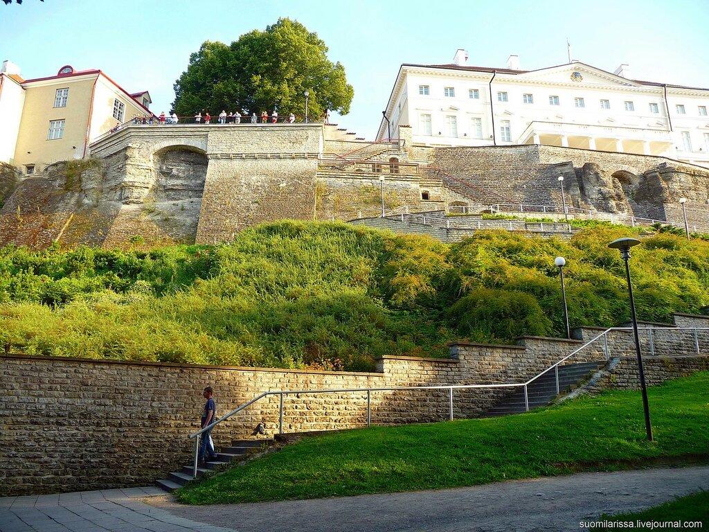 """Тоомпеа. """"Дом Стенбока"""" (1787-1792  гг.) и Паткульская лестница."""