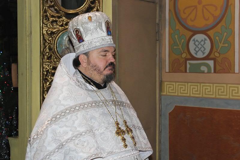 Праздничную Литургию возглавил настоятель храма, благочинный Алчевского благочиннгого округа,  протоиерей Александр Устименко
