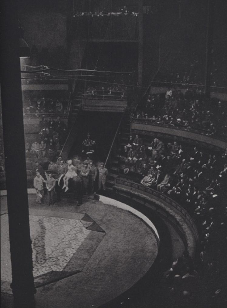 1930. Цирковое выступление