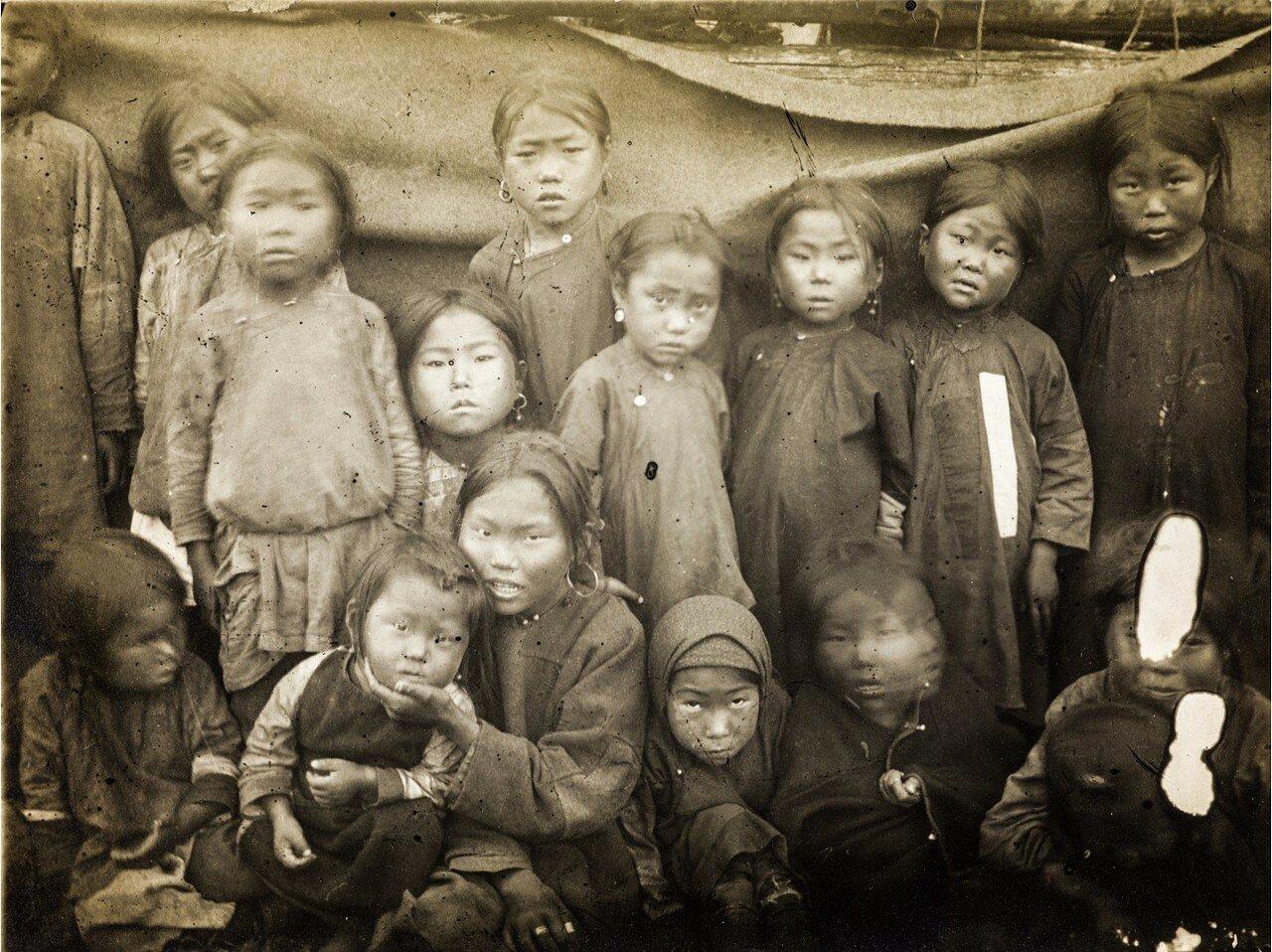Нескольких детей нивхов