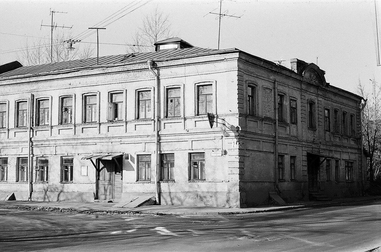 1974. Дом на углу Старослободской улицы и Сокольнического вала