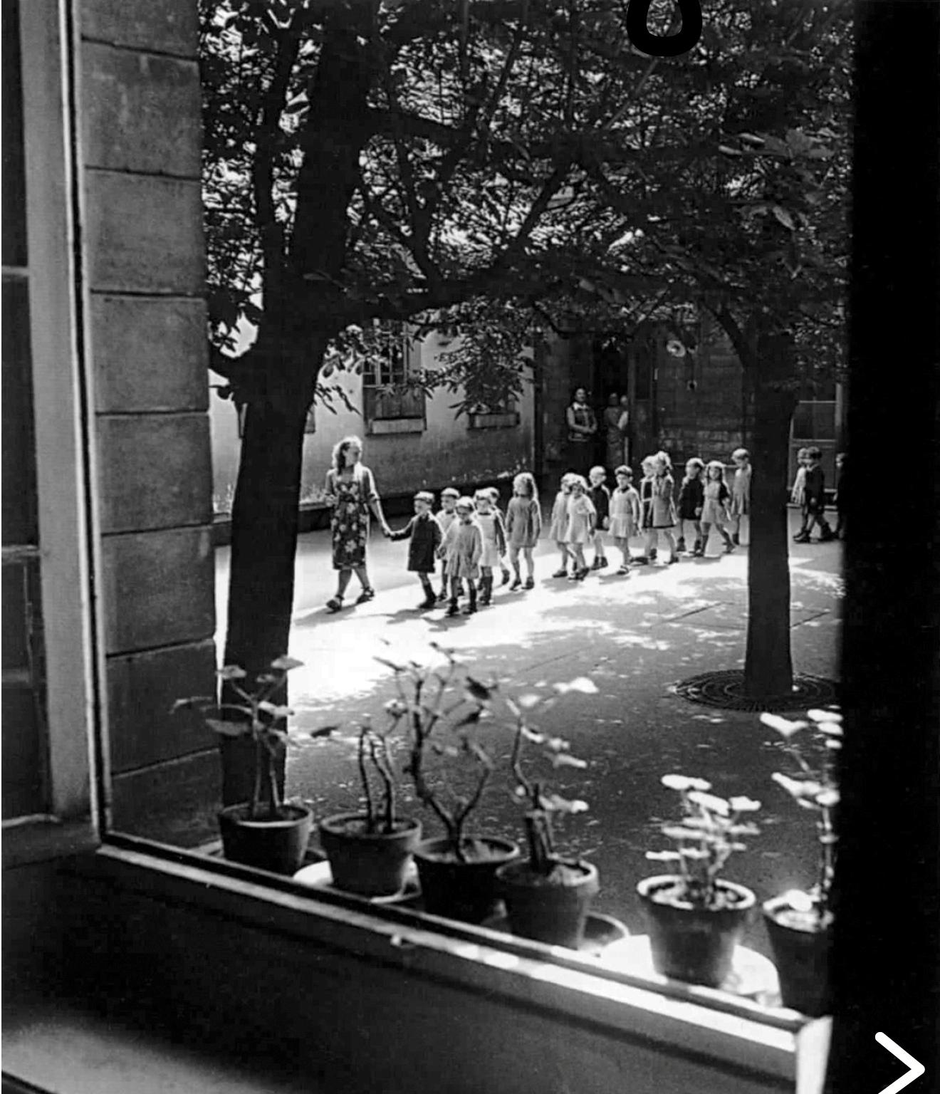 1948. Во дворе школы на рю Менильмонтан