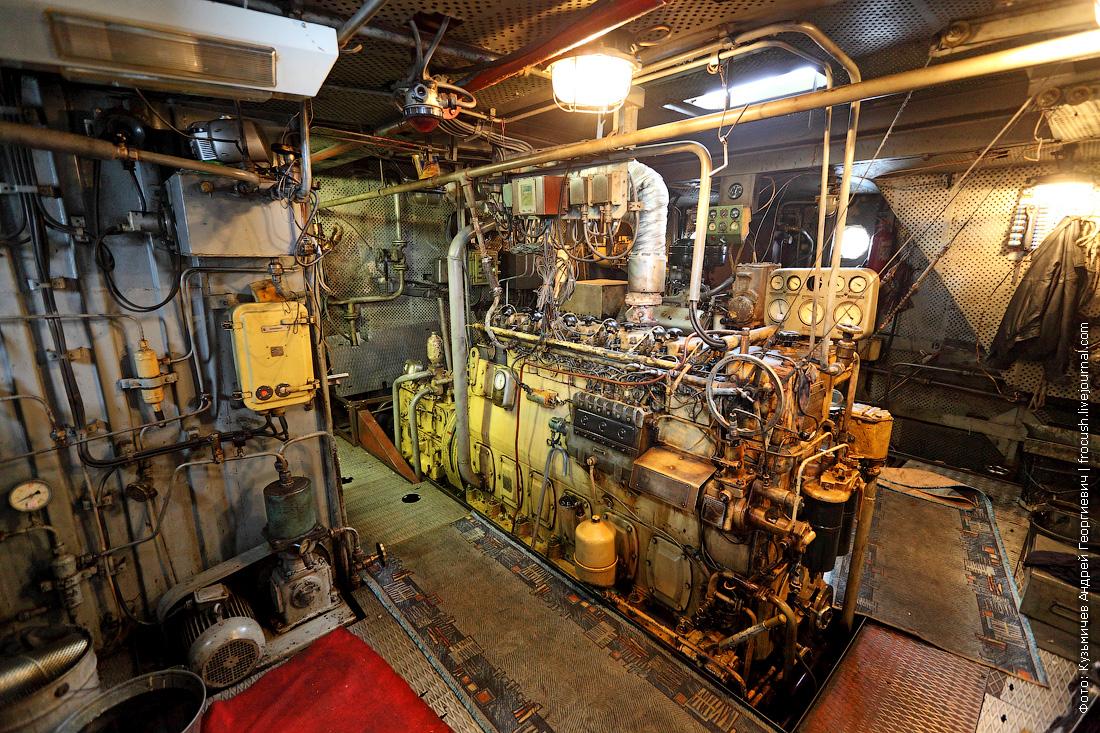 машинное отделение теплоход для очистки водоемов МС-1