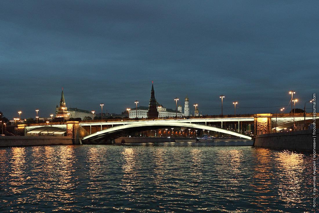 Большой Каменный мост, Московский Кремль вечернее фото