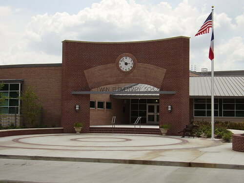 В США двенадцать школ закрыли из-за угрозы взрыва