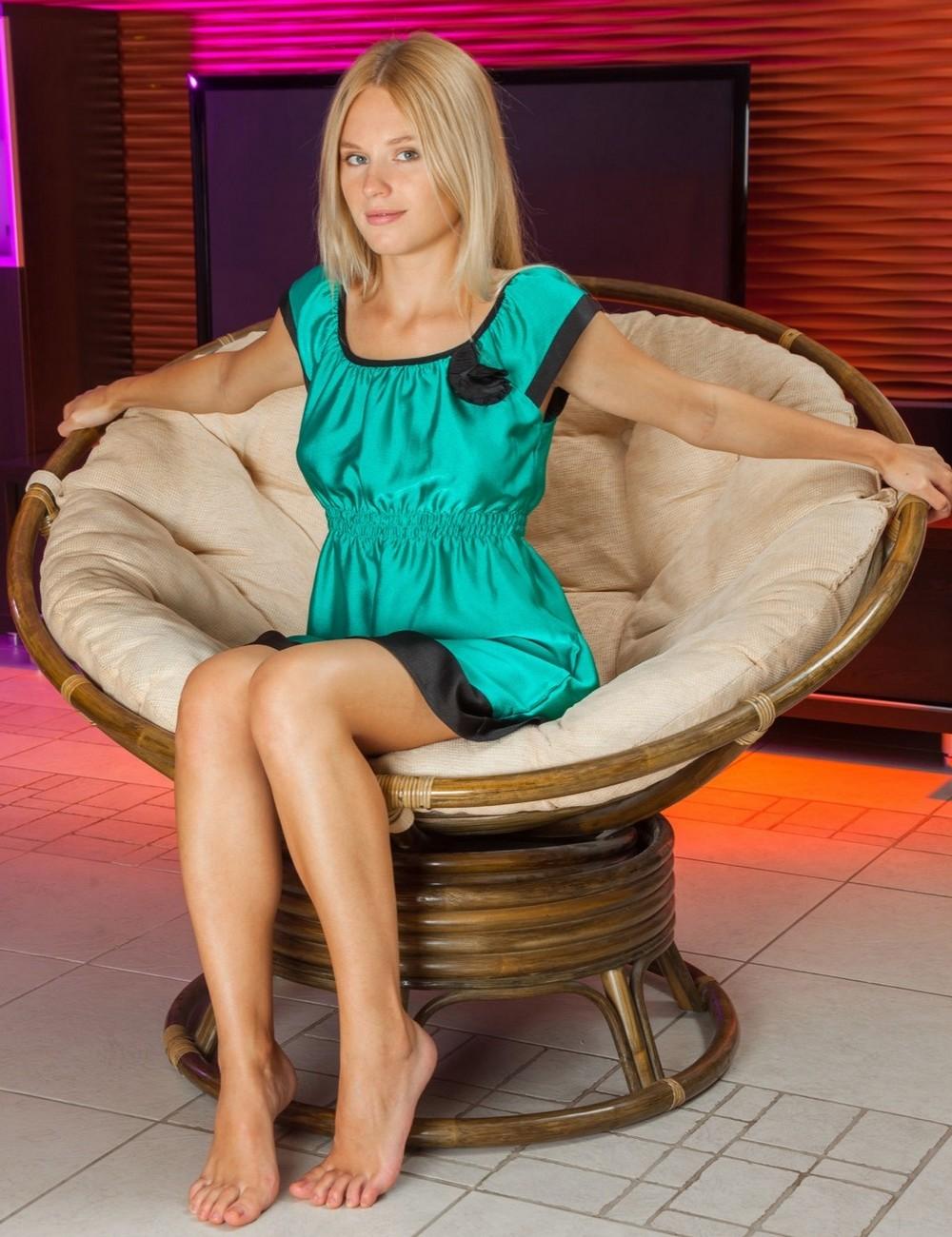 Стройная блондинка Xena