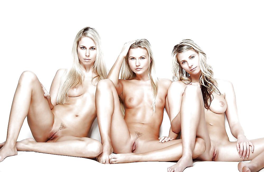 три девушки фото голые