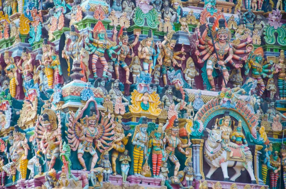 Стены этого индийского храма состоят изтысяч скульптур