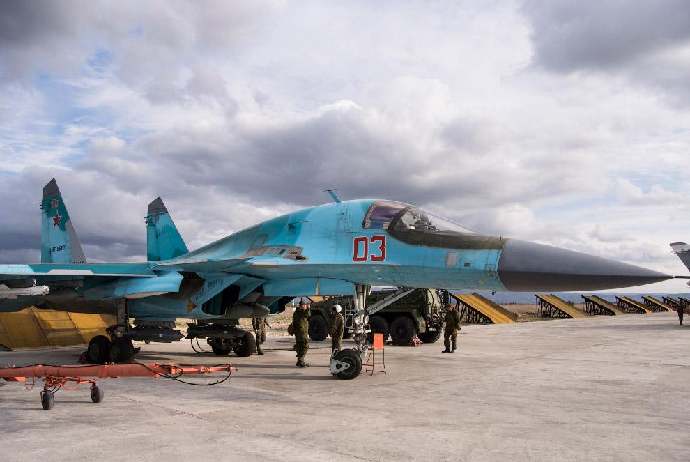 10. Наша авиационная группа имеет здесь самолёты-истребители (Су-30СМ), фронтовые бомбардировщи