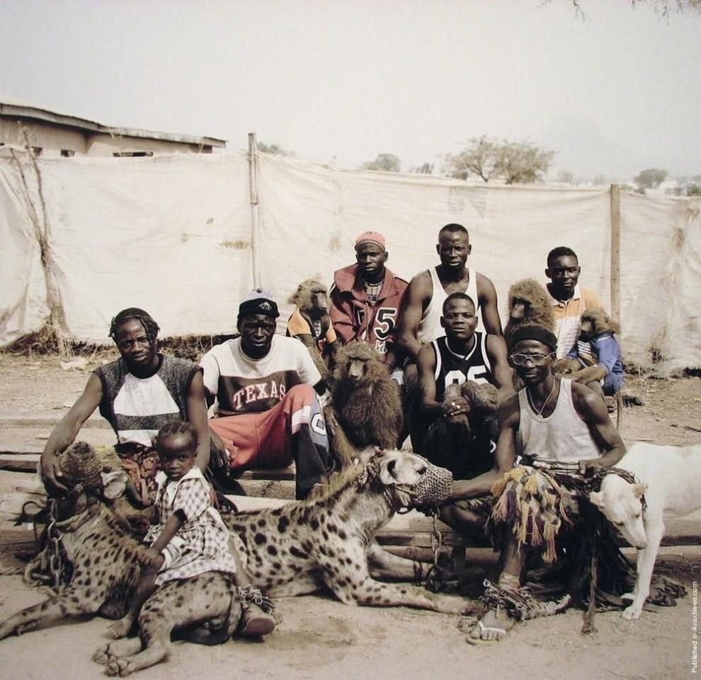 8. Люди-гиены из Абуджи, Нигерия. (Photo by Pieter Hugo)