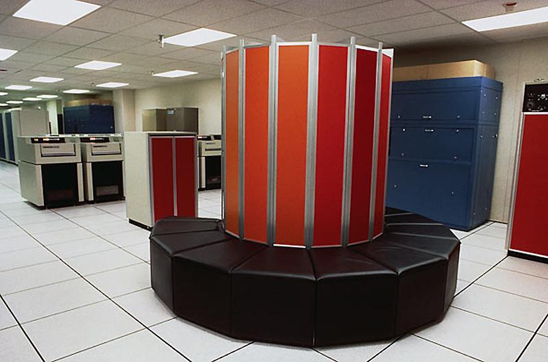 9. Cray-1, 1976 год. Cray-1 был самым быстрым компьютером своего времени в мире. Несмотря на огромну