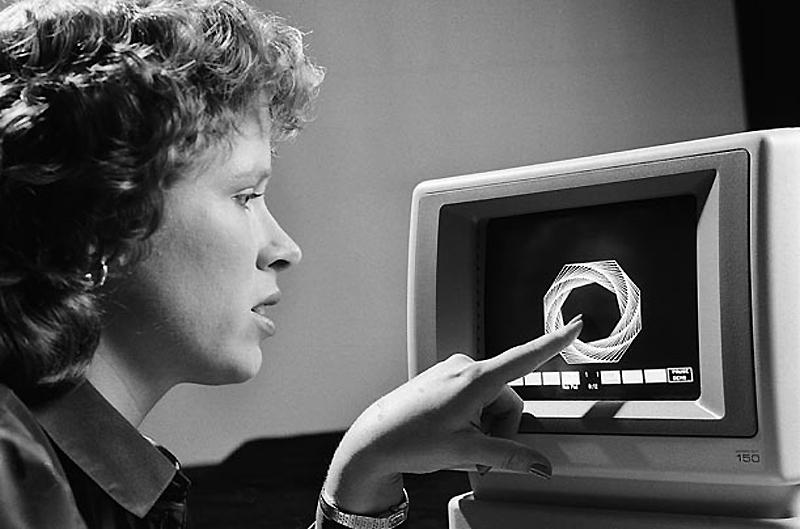 13. Hewlett-Packard 150, 1983 год. Представляя первый шаг в технологии, доступной сегодня, HP 150 ст