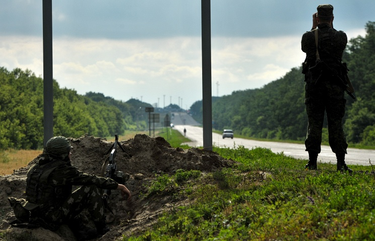 Ростовские таможенники открыли огонь поавтомобилю, пытавшемуся пробиться на государство Украину
