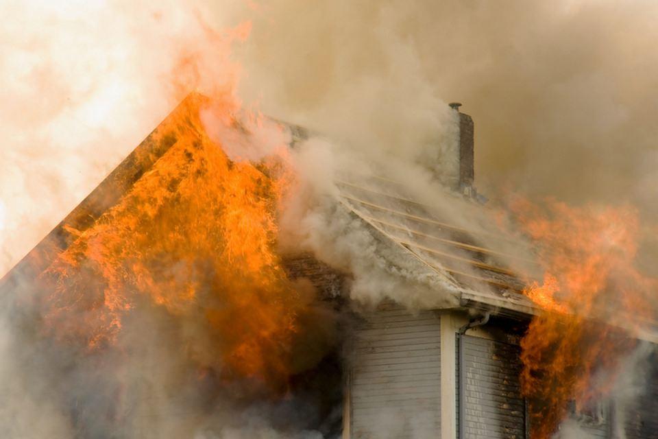 ВПриамурье огонь перекинулся ссухой травы нажилые дома