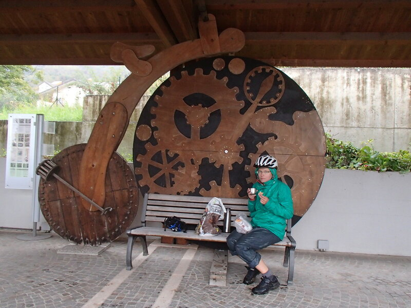 навес у музея истории велосипеда в Cessiomagiore