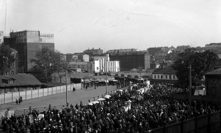 17339 Вид с церкви Николая Чудотворца в Драчах на Ново-Сухаревский рынок Уильям О. Филд 1929.jpg