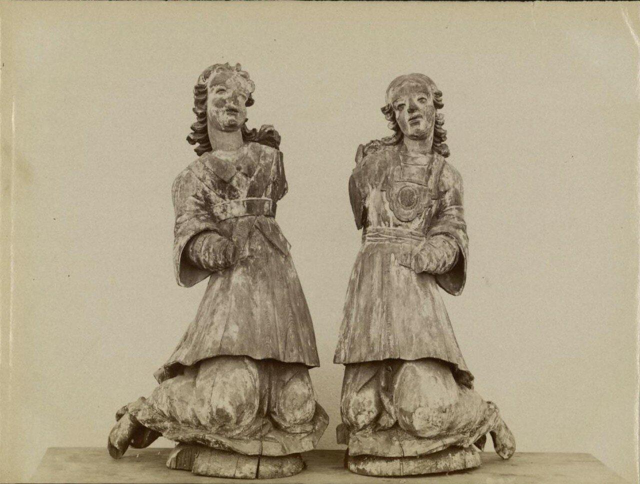 Деревянные идолы, найденные в Сибири