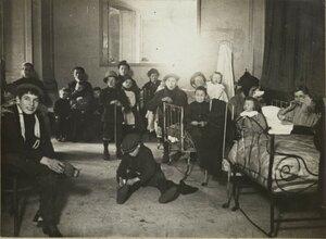 1914. Бельгийские беженцы в Парижском цирке