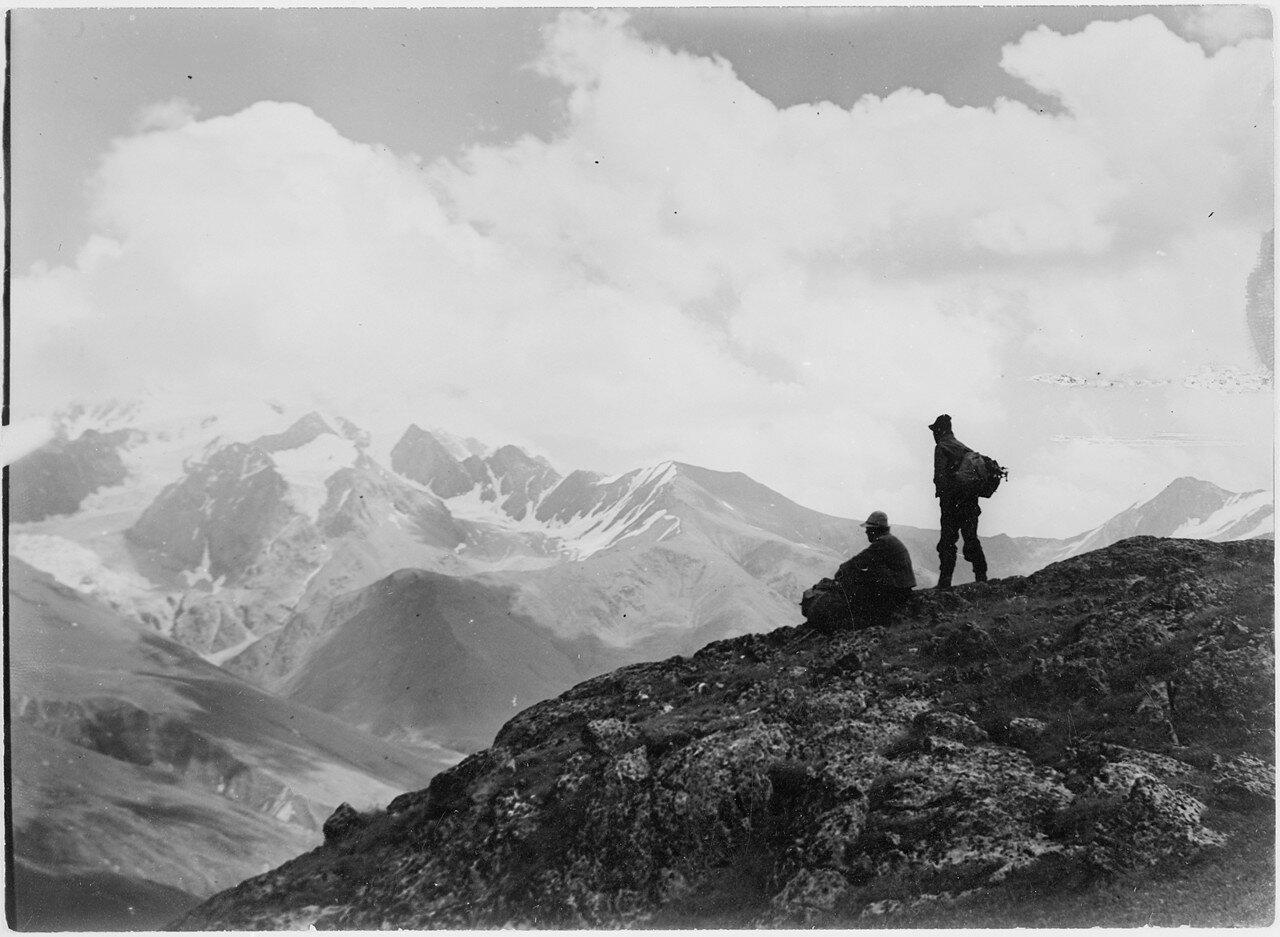21 августа. Группа III. Марецкий и Ганс Донат на вершине Гебе-Тау (3577 м)