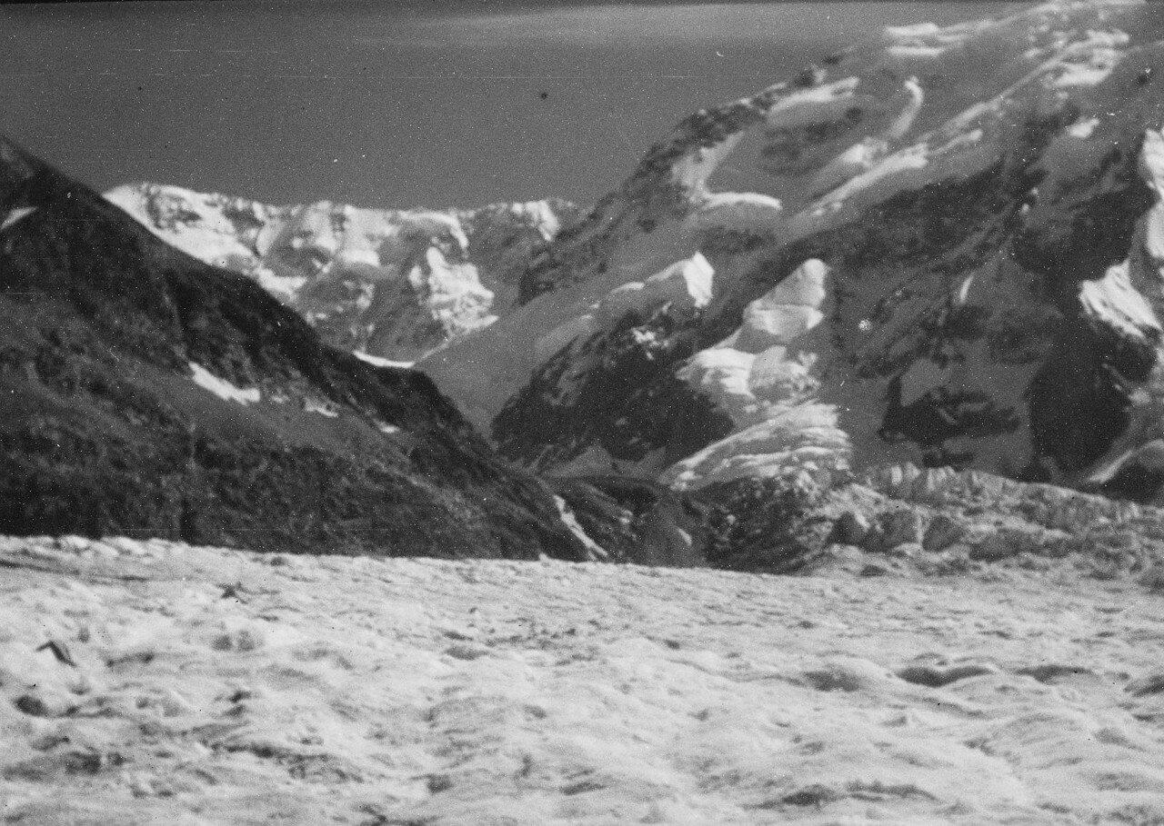 17-23 августа. Группа II. Дых-тау (5058 м). Первое восхождение по южному хребту Дых-тау  (5198 м).