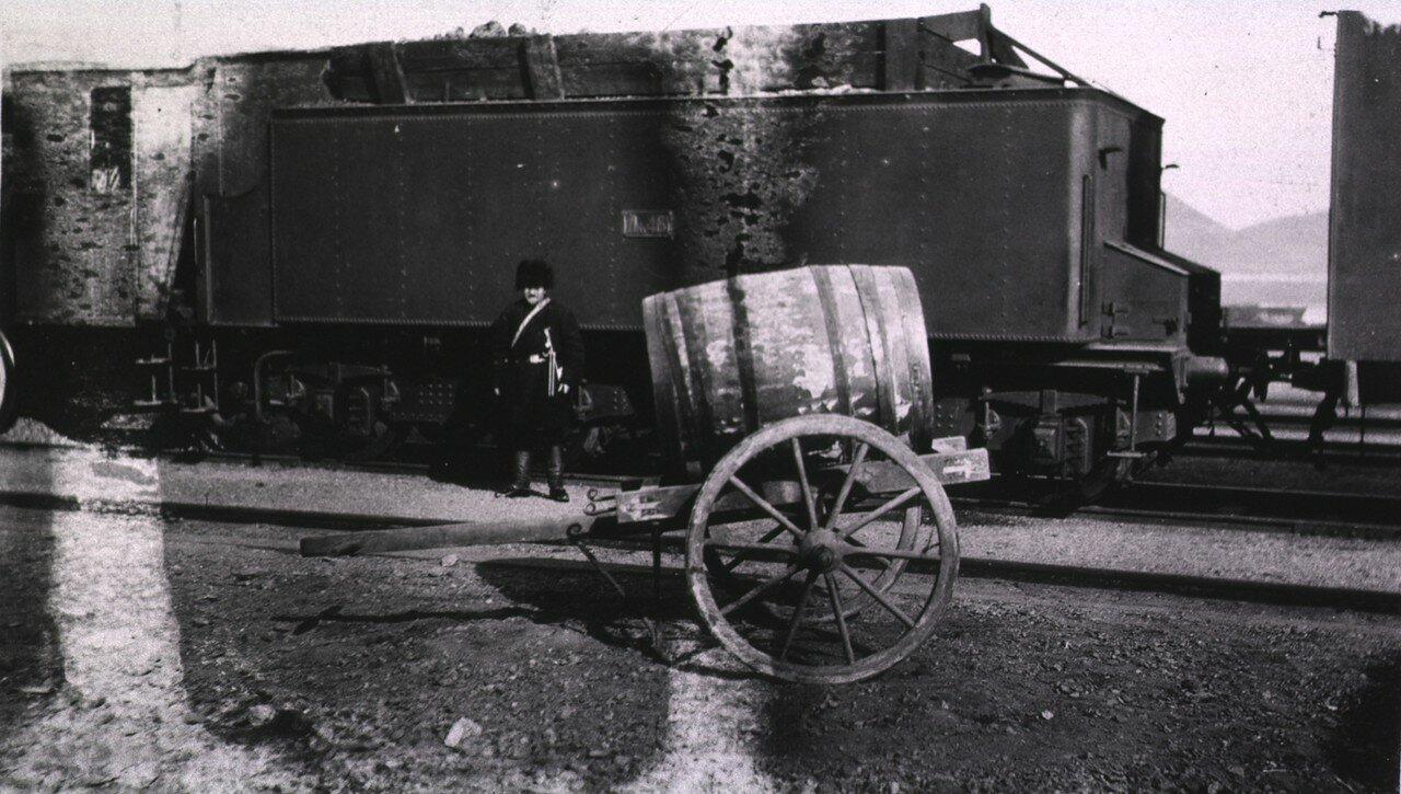 Тележка с водой на одной из станций Транссибирской магистрали