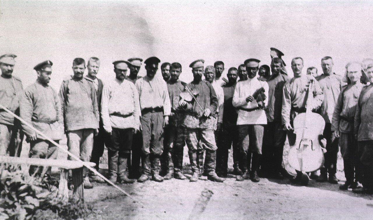 Группа солдат оркестрантов