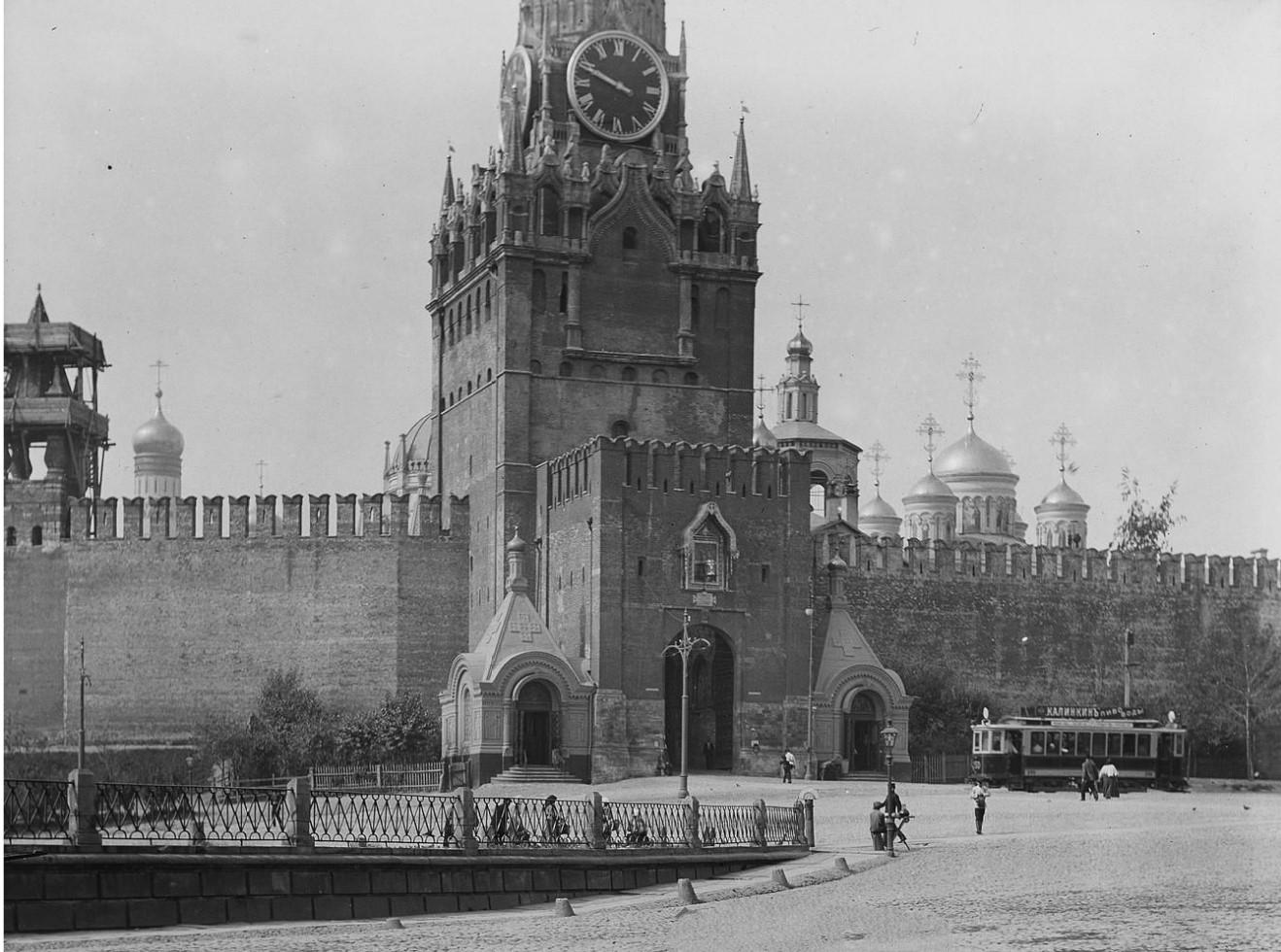 Спасская башня, главный вход
