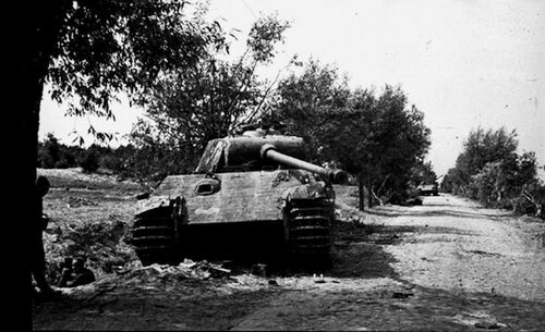 "Подбитый танк Pz.Kpfw.V Ausf.G ""Пантера""."