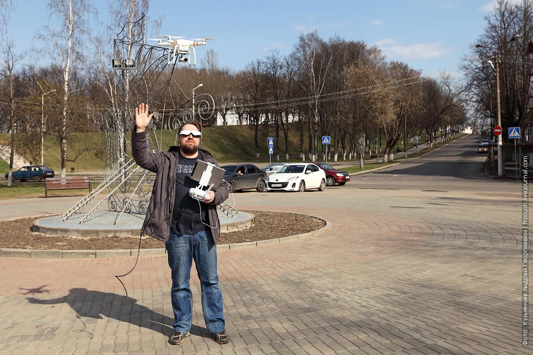 Денис запускает коптер в Костроме