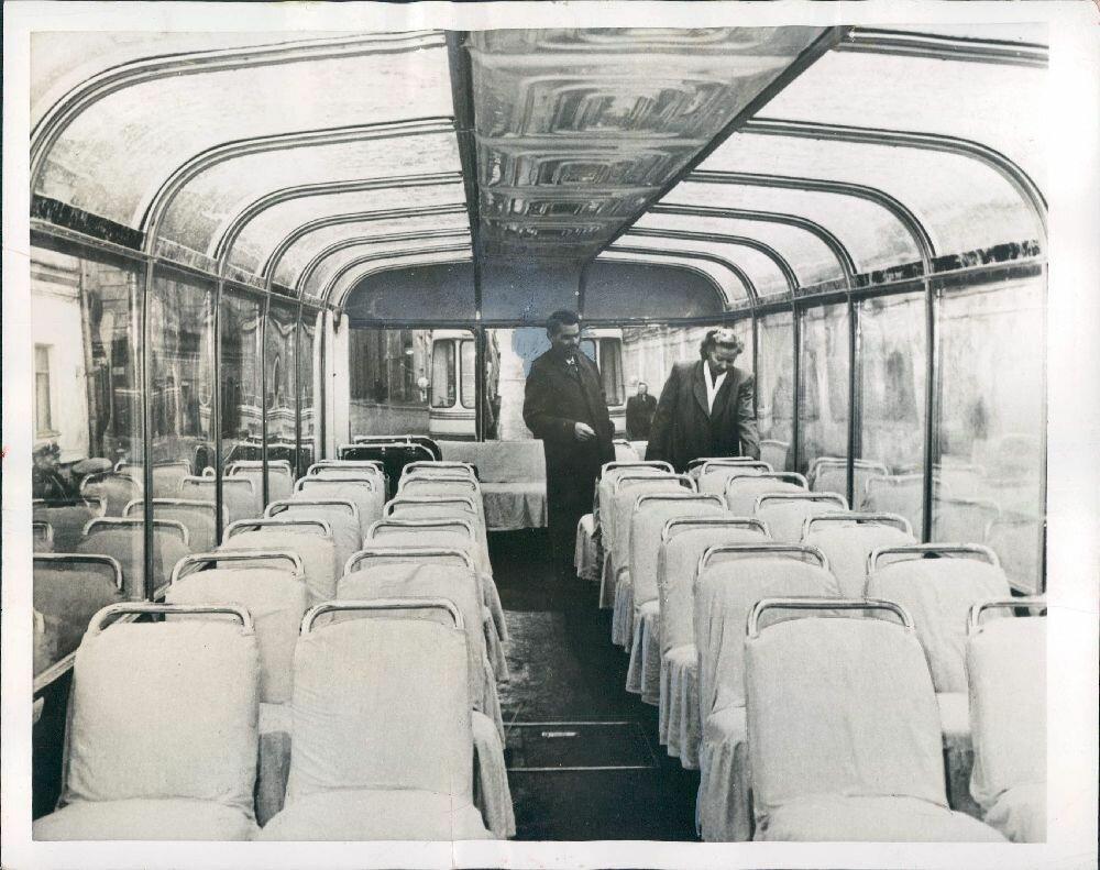 1955. Москва. Новый уникальный троллейбус.jpg