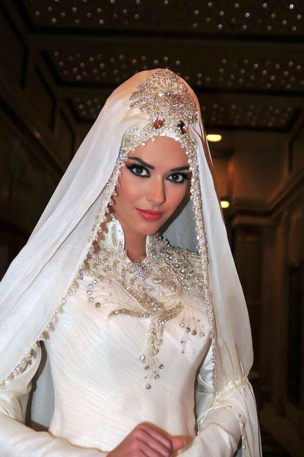 Женское свадебное строгое классическое платье фото