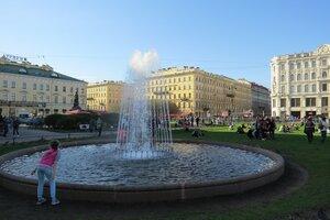 Достопримечательности Санкт-Петербурга: фонтан перед Казанским собором