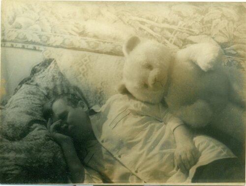 1 мая 1985 года. Дедушка с медведем Тишкой
