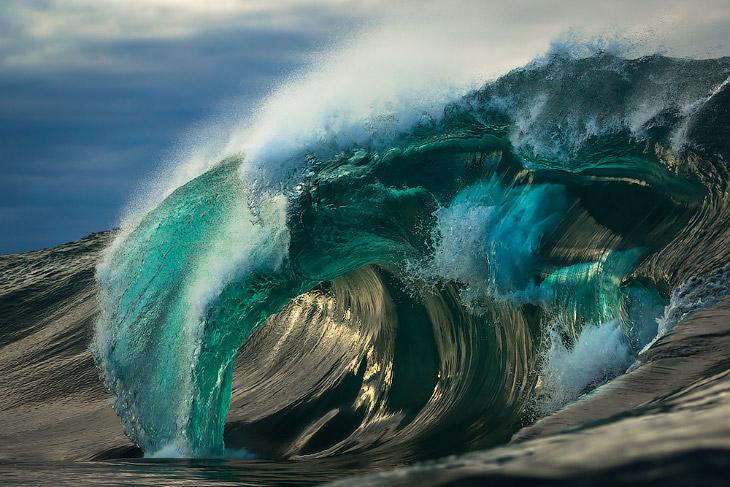 1. Воды Мирового океана постоянно двигаются. На берег то набегают, то откатываются волны. И вод