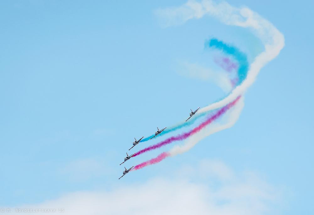 Пилоты пилотажной группы — мастера синхронного пилотажа международного уровня. В арсенале смоленских