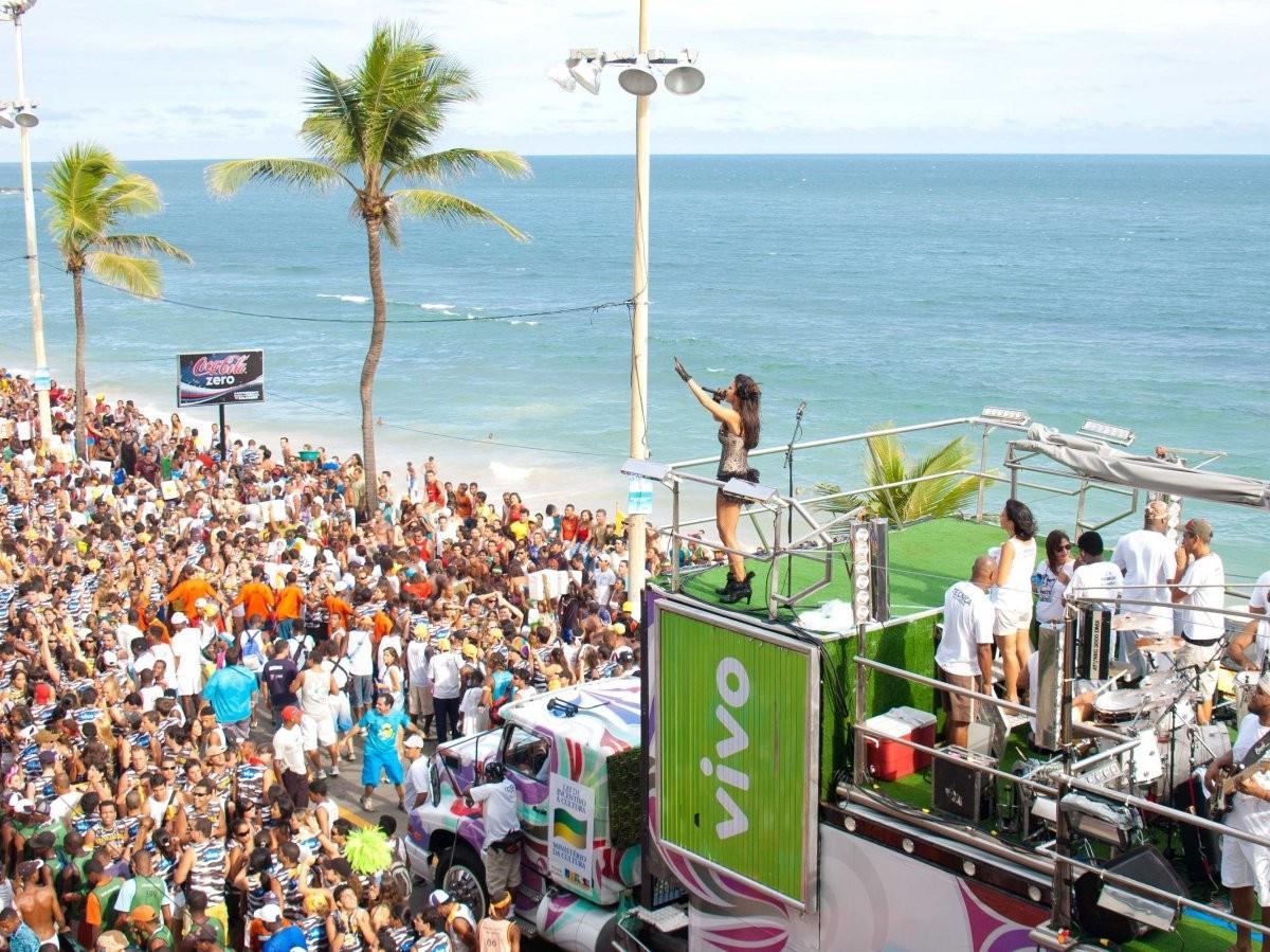 8. Повеселитесь на карнавале в Сальвадоре, Бразилия .