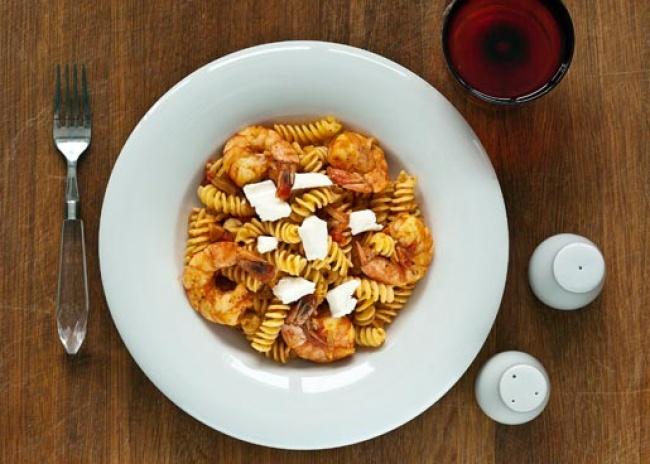 Ингредиенты: 4ст.л. оливкового масла 3зубчика чеснока 4стакана нарезанных кубиками помидоров 1с