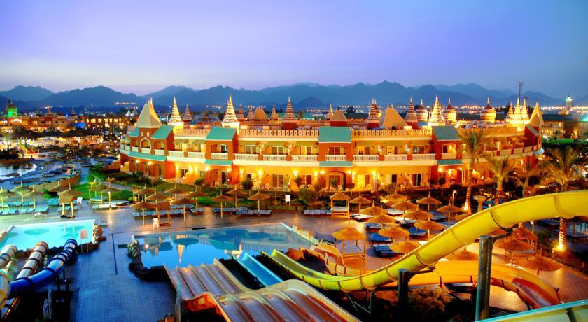 Этот отель — часть самого знаменитого аквапарка в Шарм-эль-Шейхе. В комплексе есть аж три бассей
