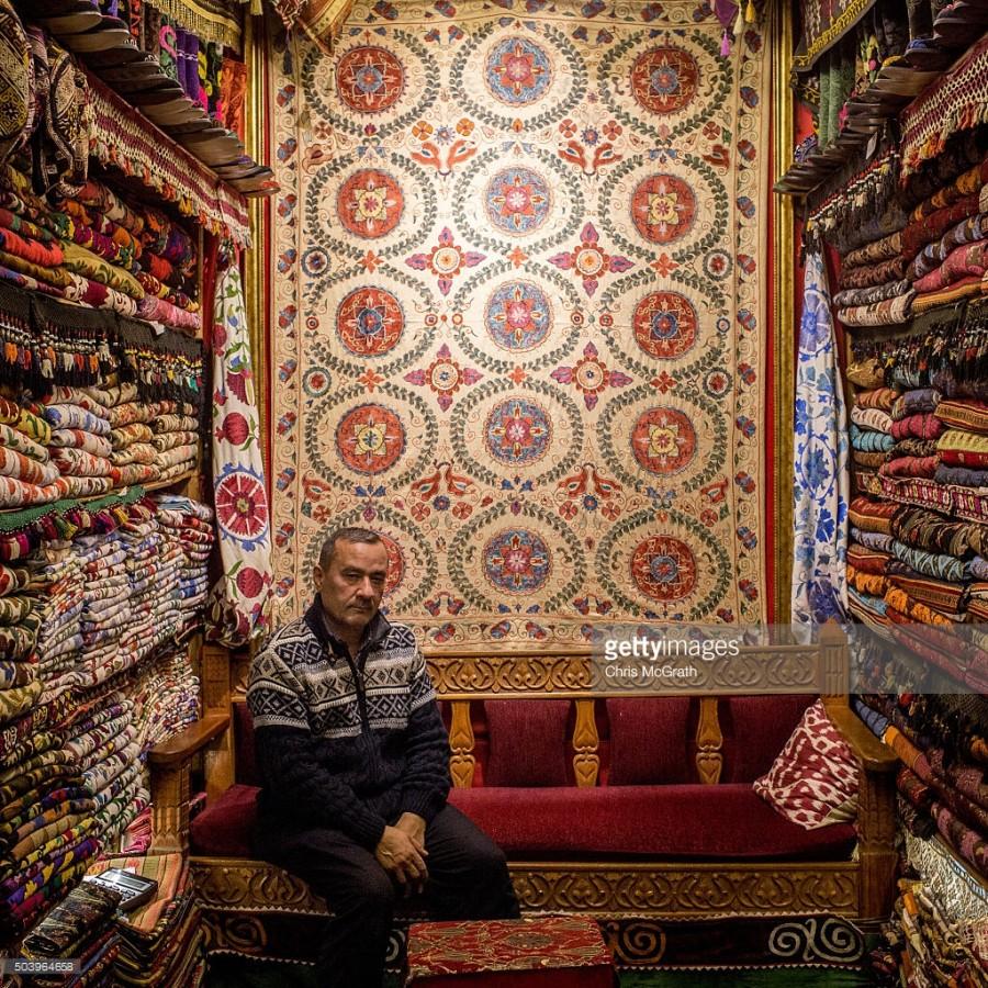 15. Магазин Адема Сада продает традиционные ковры и ткани.