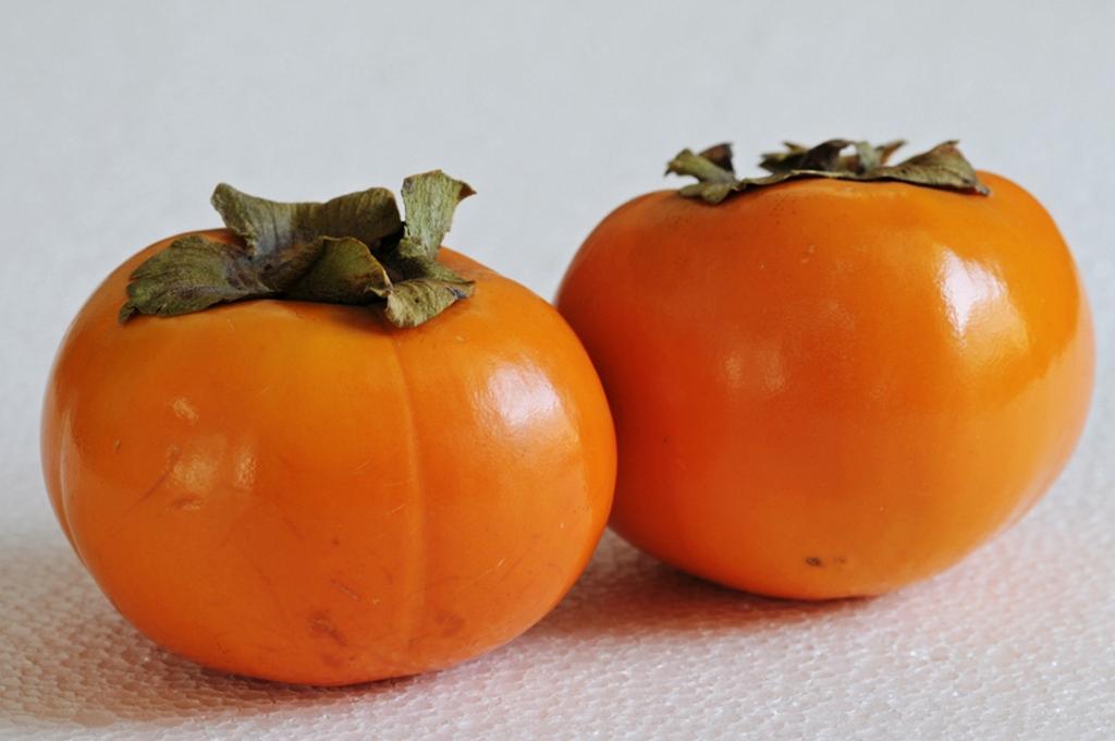 Хурма. Плод содержит витамины А, B1, B2, С, Е, РР а также микроэлементы — железо, калий, кальций
